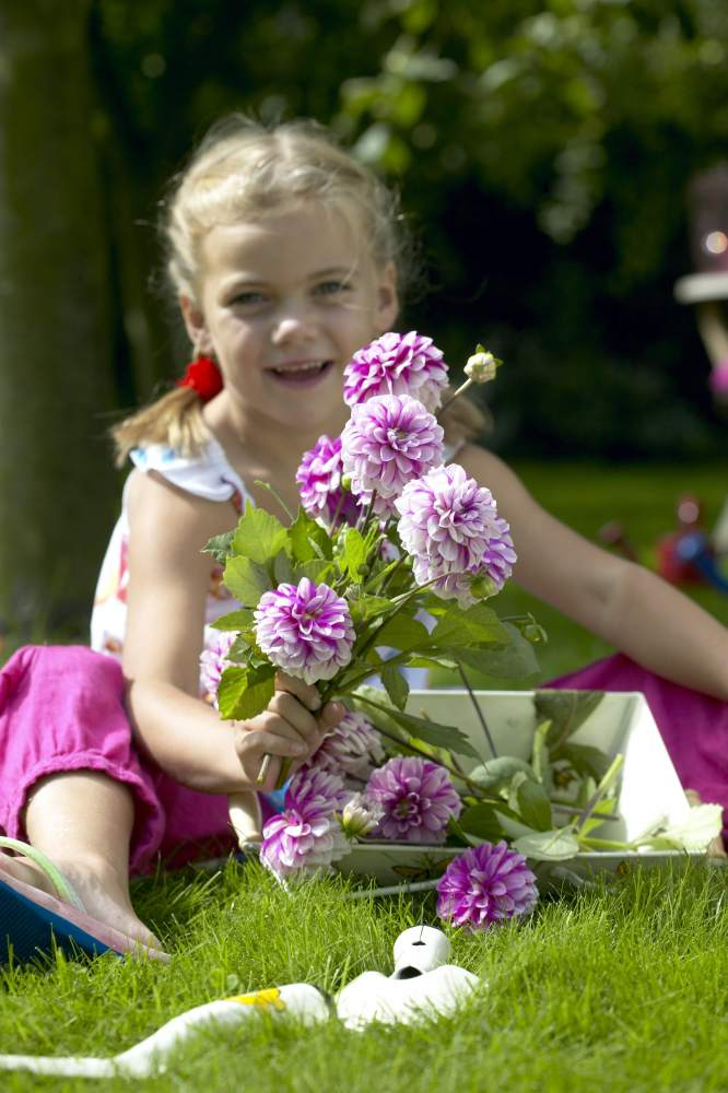 gardening with kids, millennials gardening, relating to millennials, garden media group, kids gardening, planting flowers, spending time outside