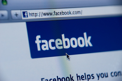 facebook fans are nocturnal so post when they are online