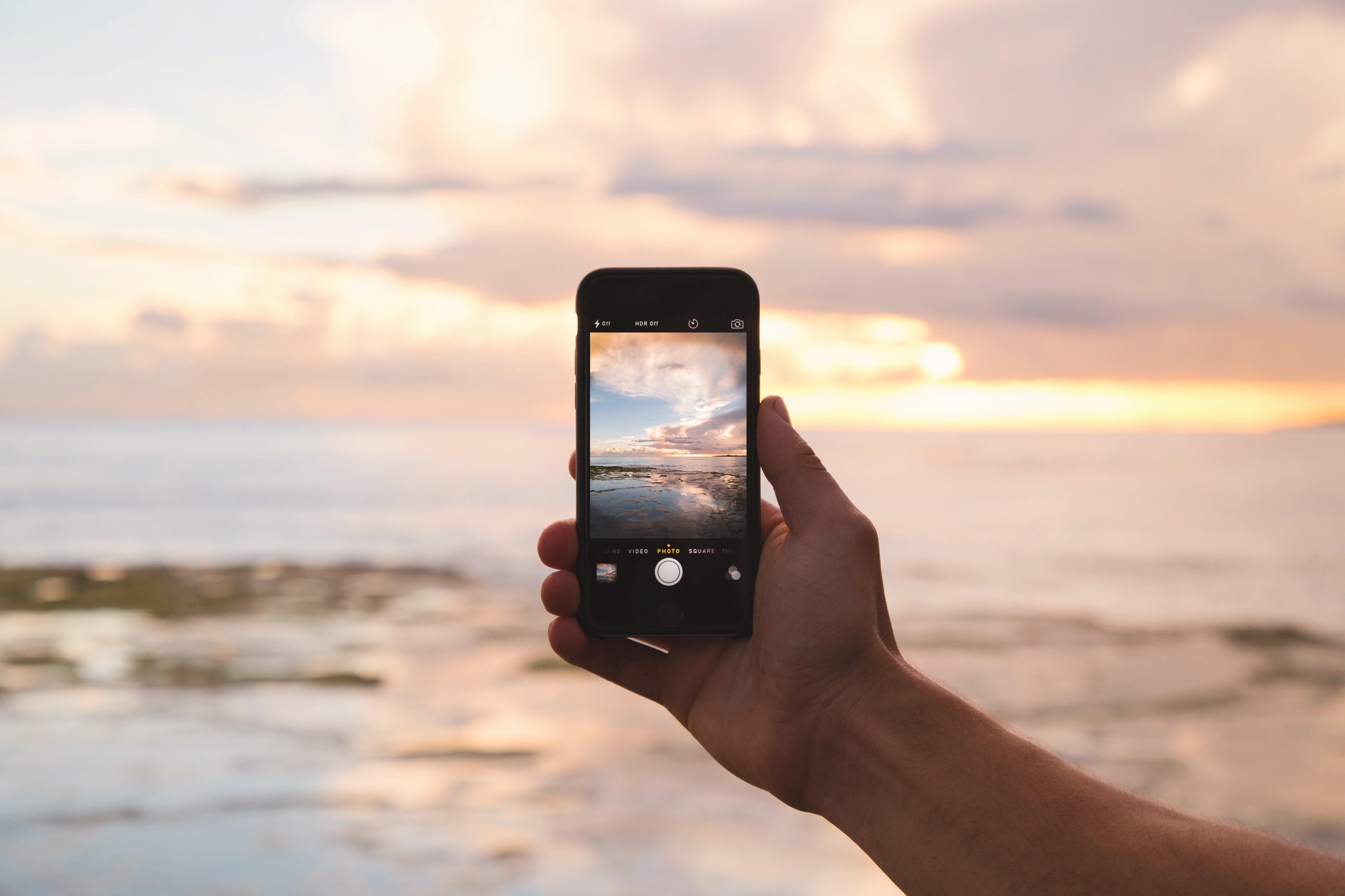 Life-of-Pix-free-stock-photos-ocean-arm-iphone-jordanmcqueen