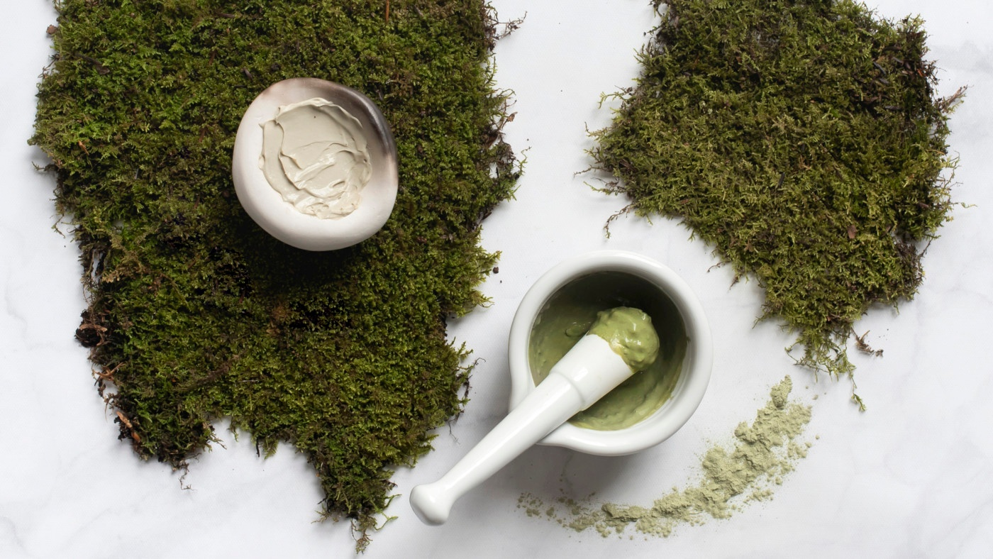 http://gardencollage.com/beauty-wellness/natural-beauty/latest-plant-based-beauty-trend-moss-moss-moss/?utm_source=Website+Newsletter+Subscription&utm_campaign=453b22ee7d-EMAIL_CAMPAIGN_2017_03_17&utm_medium=email&utm_term=0_ce615d6d9f-453b22ee7d-173081921&ct=t(Scottland3_17_2017)&mc_cid=453b22ee7d&mc_eid=7c75d2d1ed