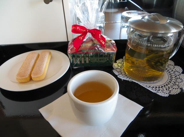 original_Mandarin_Oriental_San_Francisco_Hotel_Review-Welcome_Tea_and_Cookies.jpg